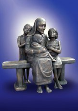 The monument  «Mother Teresa with children» in Calcutta (India). 2009, bronze